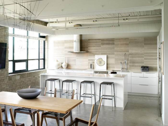 marble-horizontal-tile-backsplash-700x523