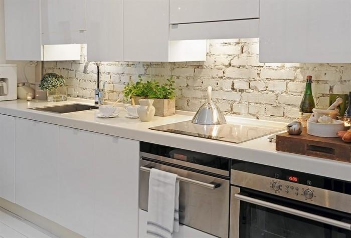 white-brick-backsplash-700x475
