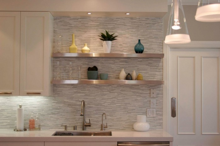 white-horizontal-tile-backsplash-700x465