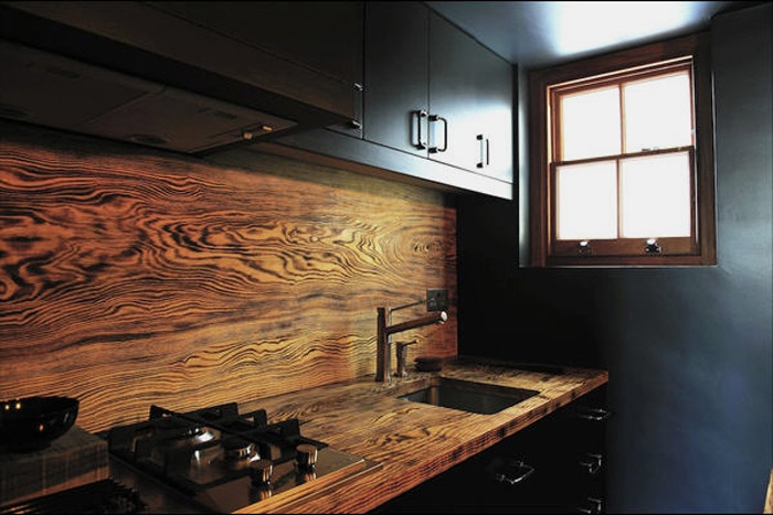 wood-rich-grained-backsplash